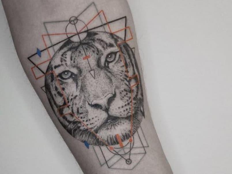 tatuaje-leon-brazo