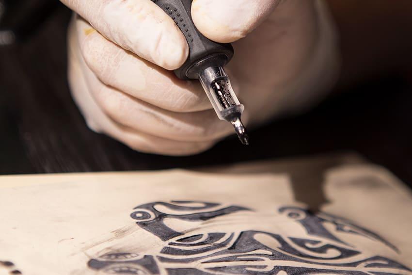 EOMTP - Escuela Oficial Maestros Tatuadores y piercers